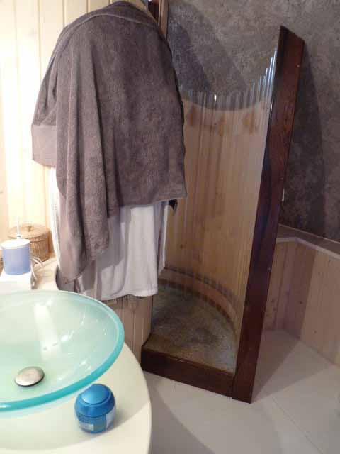 douche PVC transparent sur ossature bois, Antonio Beninca