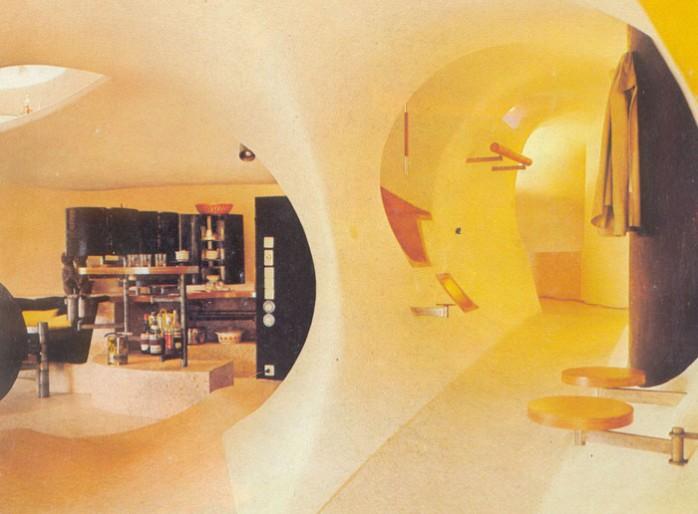 Antti Lovag bulle maquette vue entrée salon-cuisine et couloir