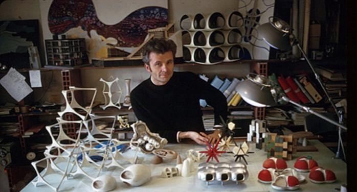 Jean-Louis Chanéac au milieu de ses créations