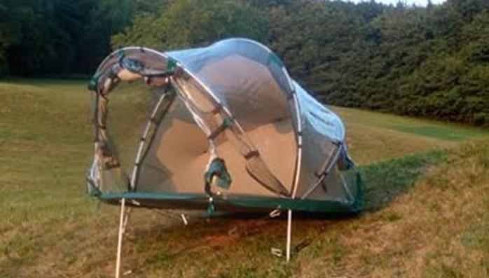 tente-igloo-terrain-pente