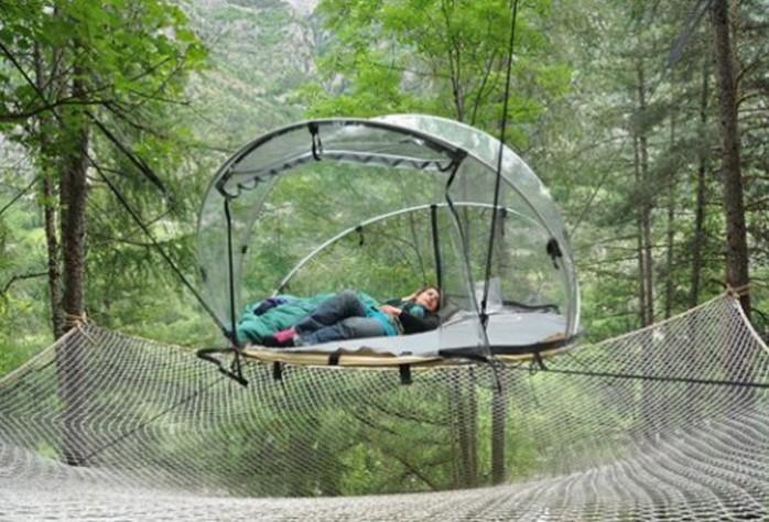 tente-transparente-suspendue-arbres