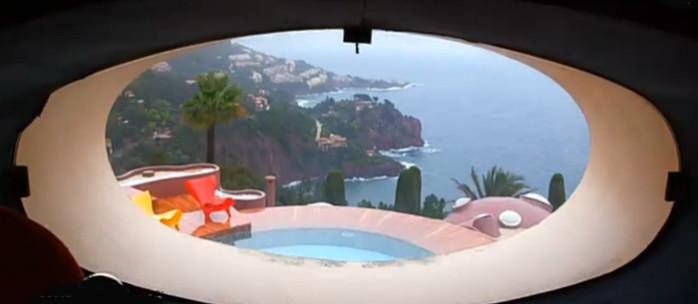 baie vitrée chez Pierre Cardin