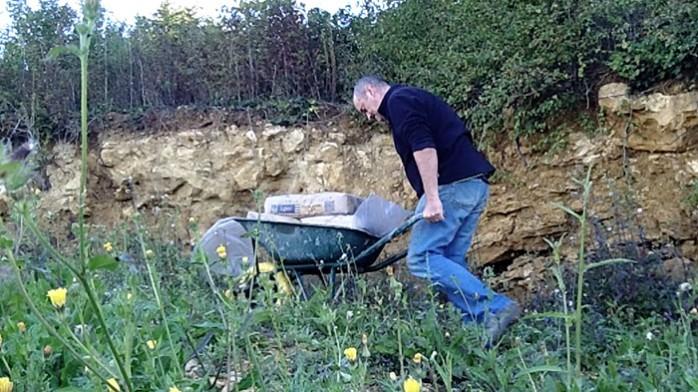 descente ciment à la brouette
